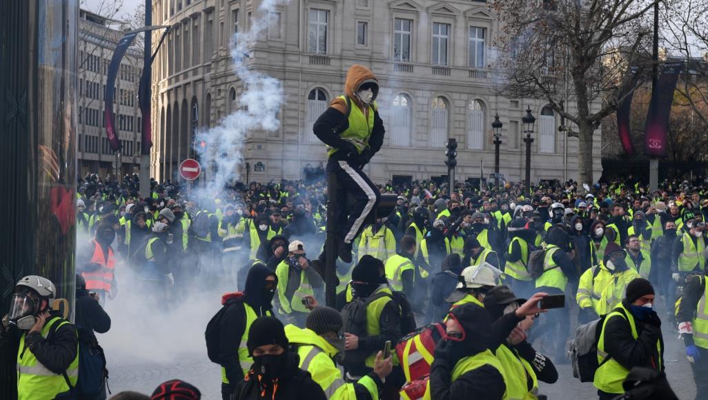 السترات الصفراء لاقت دعما كبيرا من المواطنين فى فرنسا