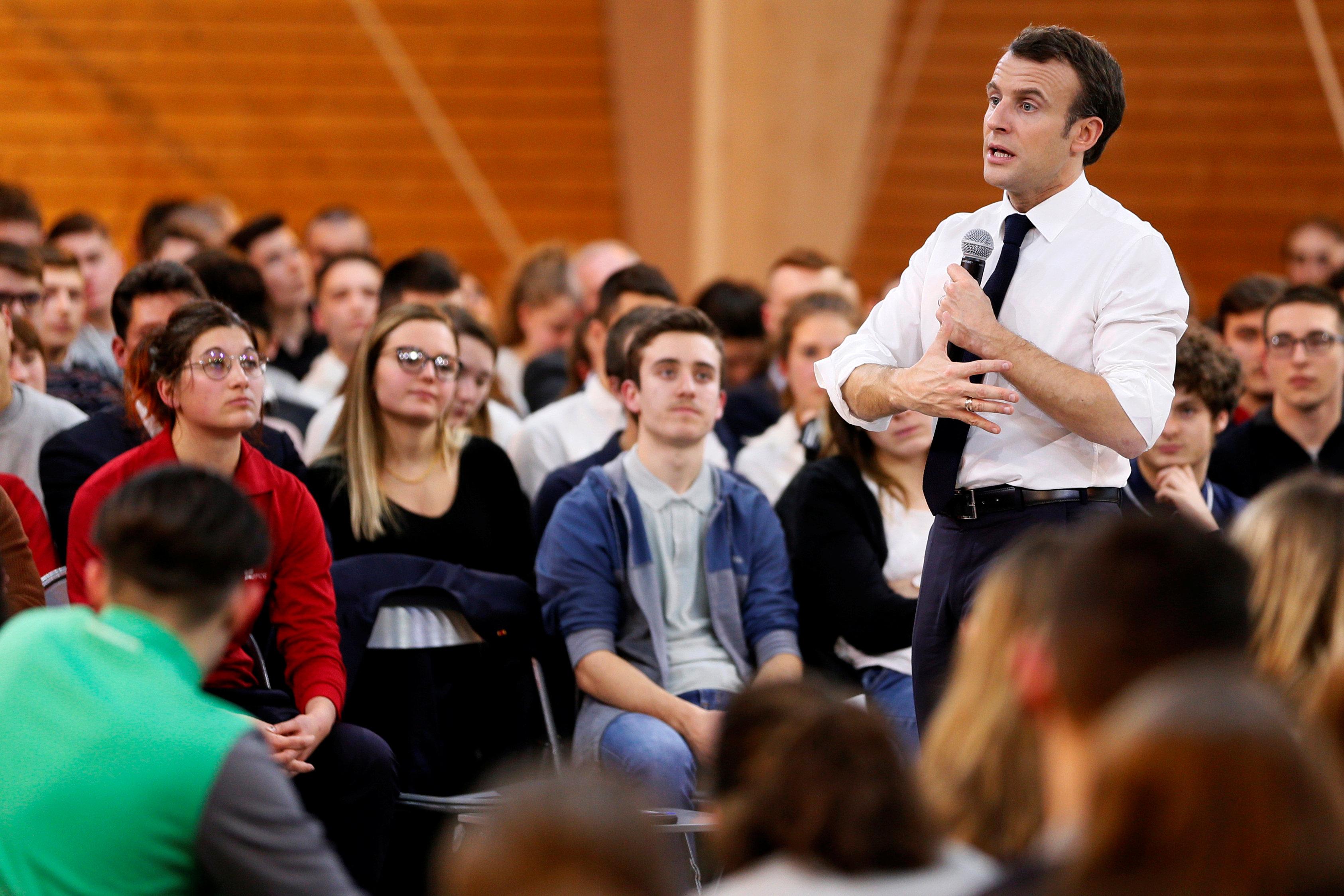 الرئيس يتحدث للشباب