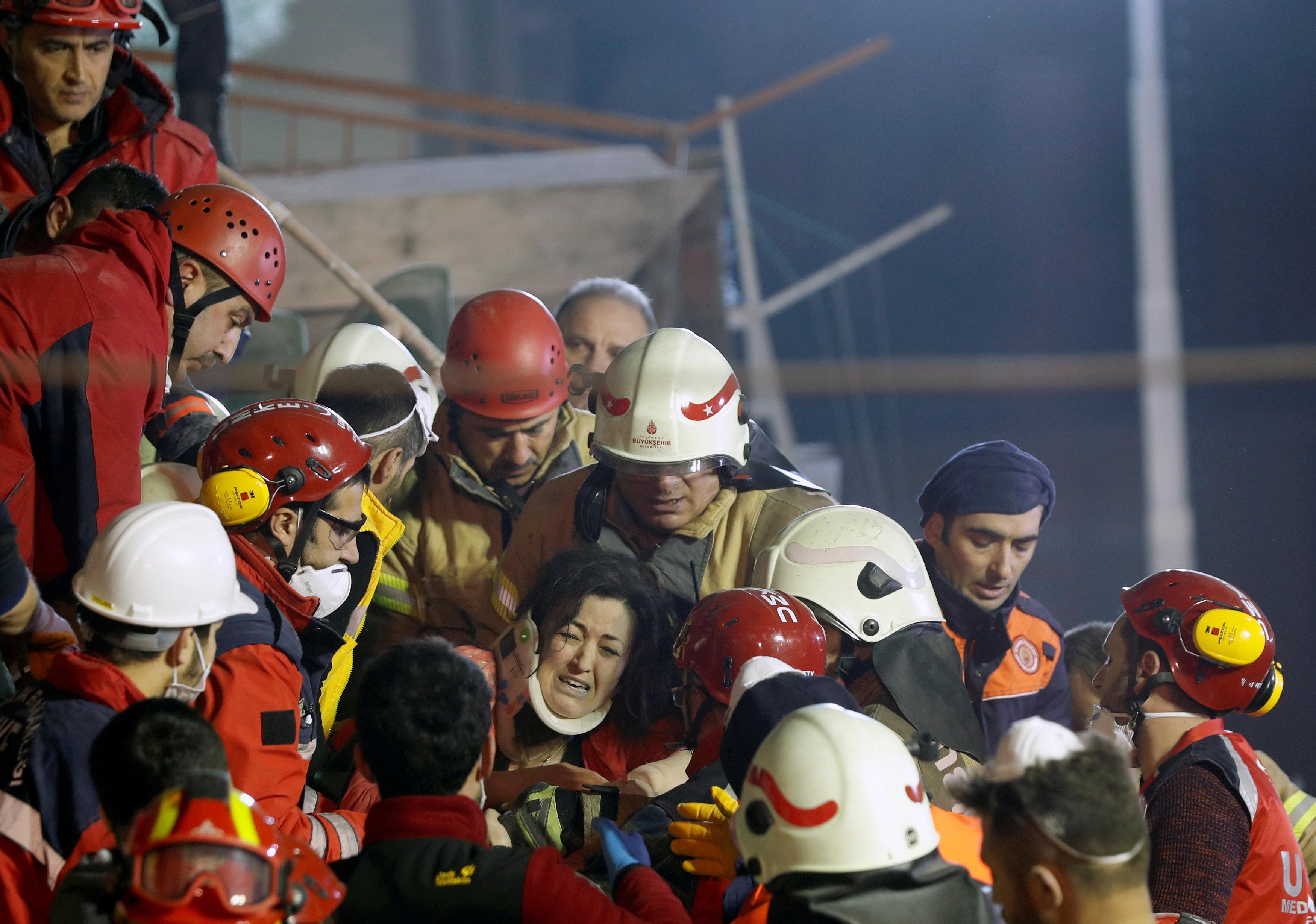 انهيار مبنى سكنى باسطنبول التركية (2)