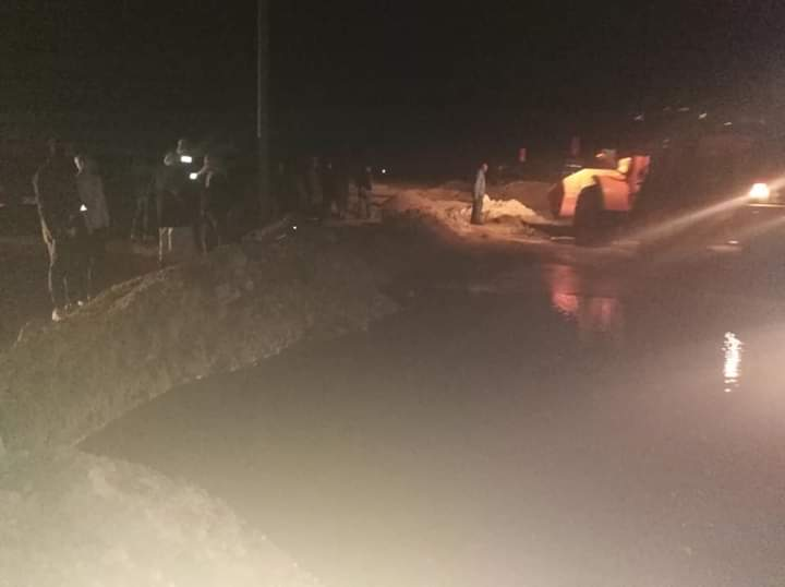 سقوط أمطار رعدية غزيرة وثلوج على رأس غارب وإغلاق طريق الزعفرانة (3)