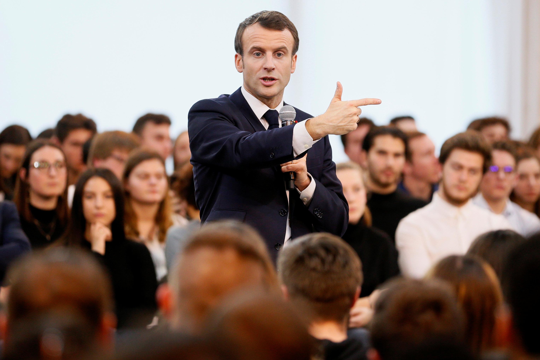 الرئيس الفرنسى يتحدث خلال المؤتمر شارحا وجهة نظره