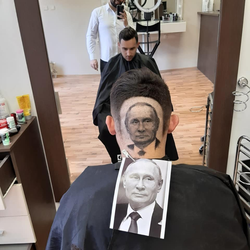 الرئيس الروسى بوتين ضمن رسومات شعر الحلاق الصربى