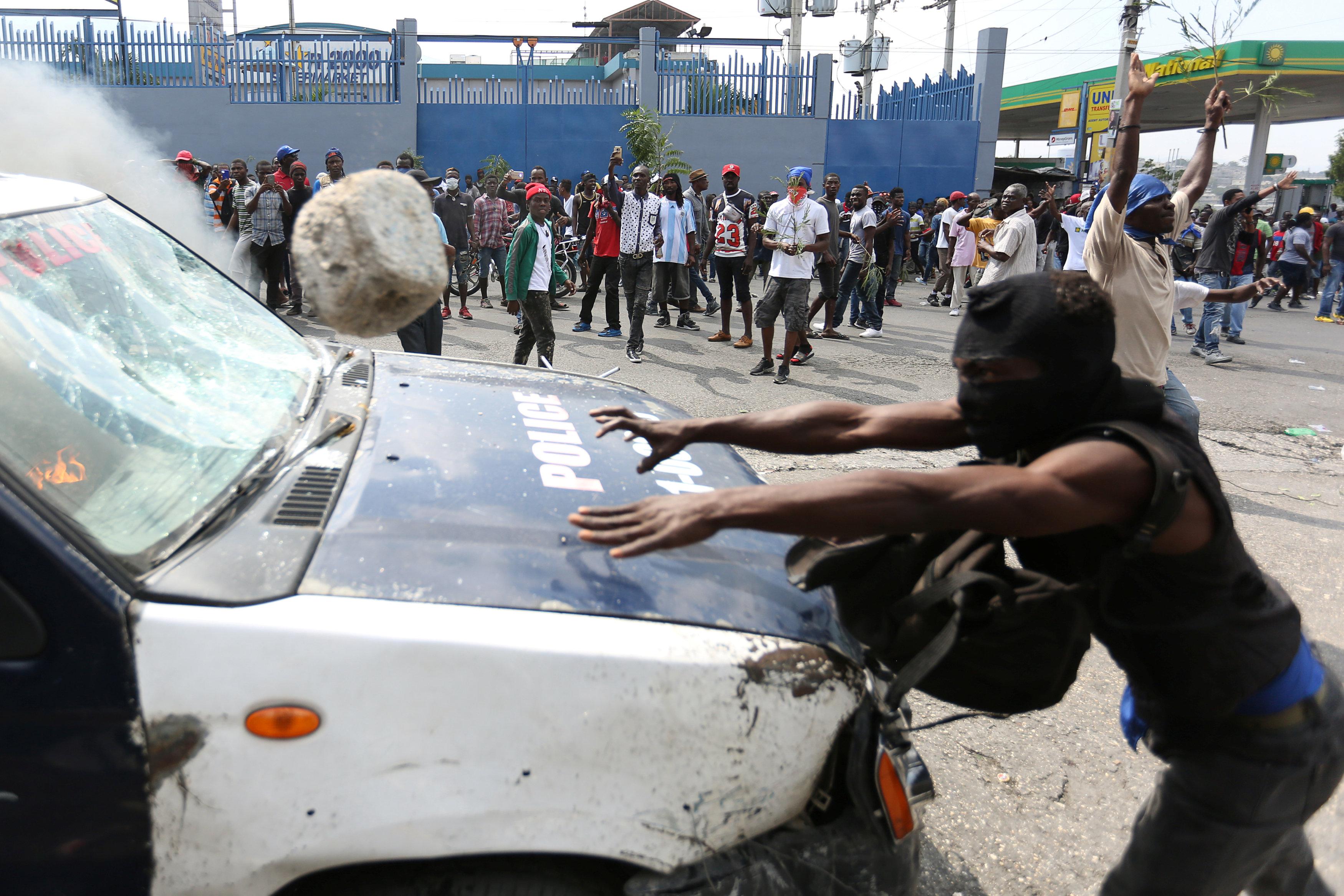 مظاهرات عنيفة فى هايتى بسبب الفساد (8)