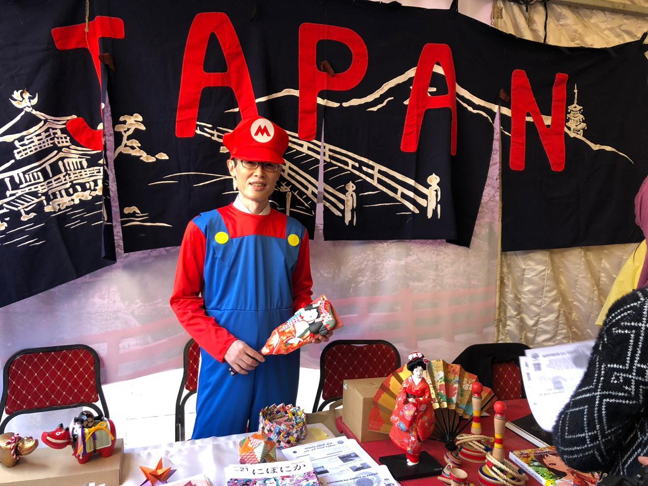 سفير اليابان فى زى سوبر ماريو
