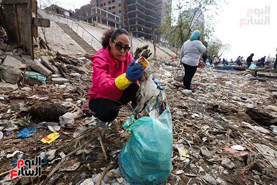 وزيرة البيئة تطلق حملة لتنظيف نهر النيل من المخلفات خاصة البلاستيكية (52)