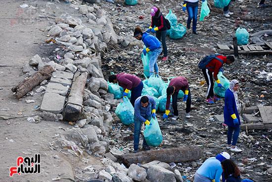 وزيرة البيئة تطلق حملة لتنظيف نهر النيل من المخلفات خاصة البلاستيكية (69)