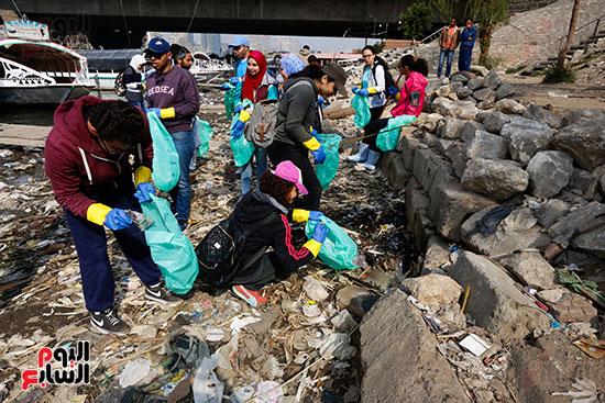 وزيرة البيئة تطلق حملة لتنظيف نهر النيل من المخلفات خاصة البلاستيكية (28)