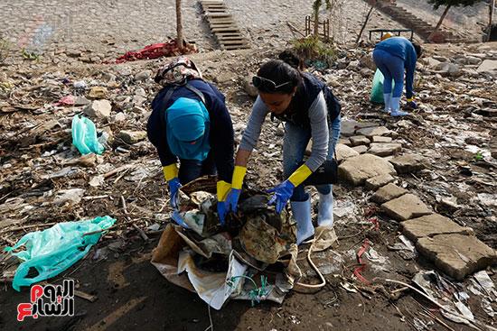 وزيرة البيئة تطلق حملة لتنظيف نهر النيل من المخلفات خاصة البلاستيكية (57)