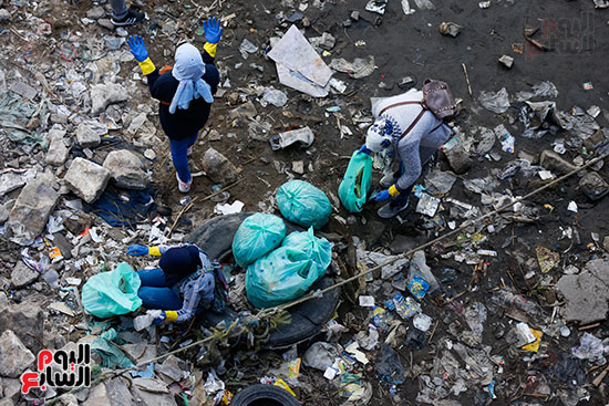 وزيرة البيئة تطلق حملة لتنظيف نهر النيل من المخلفات خاصة البلاستيكية (72)