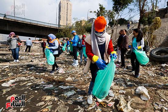 وزيرة البيئة تطلق حملة لتنظيف نهر النيل من المخلفات خاصة البلاستيكية (29)