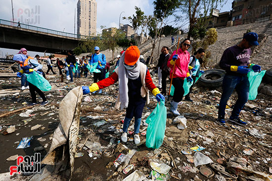 وزيرة البيئة تطلق حملة لتنظيف نهر النيل من المخلفات خاصة البلاستيكية (30)
