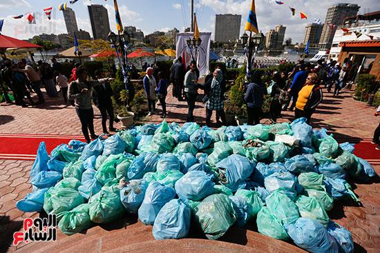 وزيرة البيئة تطلق حملة لتنظيف نهر النيل من المخلفات خاصة البلاستيكية (96)