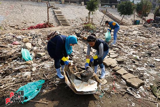 وزيرة البيئة تطلق حملة لتنظيف نهر النيل من المخلفات خاصة البلاستيكية (56)