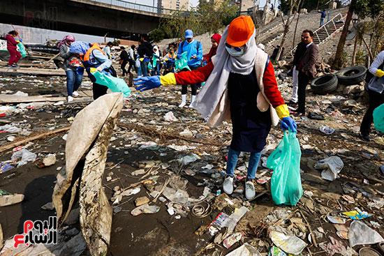 وزيرة البيئة تطلق حملة لتنظيف نهر النيل من المخلفات خاصة البلاستيكية (31)