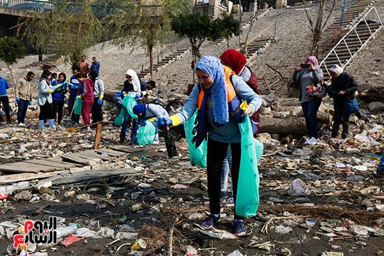 وزيرة البيئة تطلق حملة لتنظيف نهر النيل من المخلفات خاصة البلاستيكية (33)