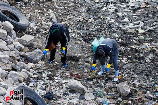 وزيرة البيئة تطلق حملة لتنظيف نهر النيل من المخلفات خاصة البلاستيكية (68)