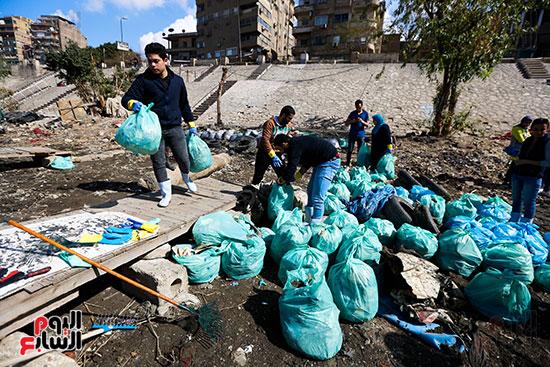 وزيرة البيئة تطلق حملة لتنظيف نهر النيل من المخلفات خاصة البلاستيكية (88)