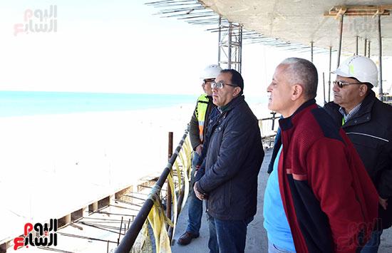 رئيس الوزراء يتفقد المشروعات التنموية بمدينة العلمين الجديدة (4)