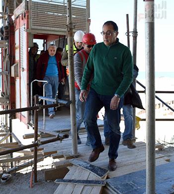 رئيس الوزراء يتفقد المشروعات التنموية بمدينة العلمين الجديدة (3)