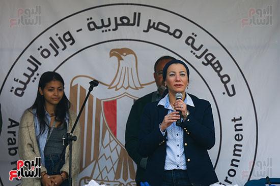 وزيرة البيئة تطلق حملة لتنظيف نهر النيل من المخلفات خاصة البلاستيكية (14)