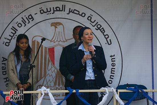 وزيرة البيئة تطلق حملة لتنظيف نهر النيل من المخلفات خاصة البلاستيكية (1)