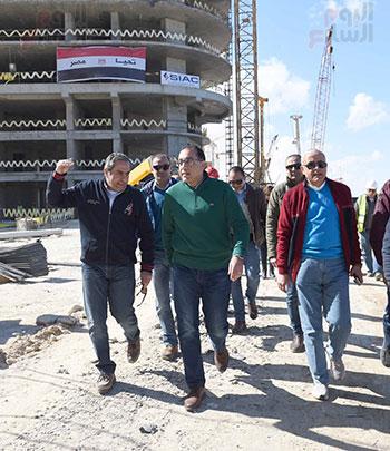 رئيس الوزراء يتفقد المشروعات التنموية بمدينة العلمين الجديدة (2)