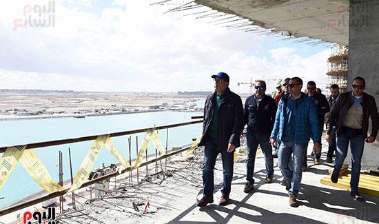 رئيس الوزراء يتفقد المشروعات التنموية بمدينة العلمين الجديدة (10)