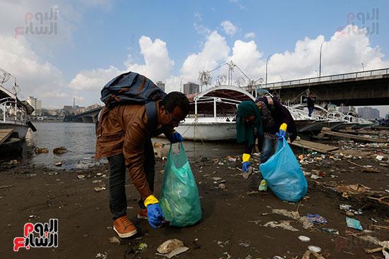 وزيرة البيئة تطلق حملة لتنظيف نهر النيل من المخلفات خاصة البلاستيكية (51)