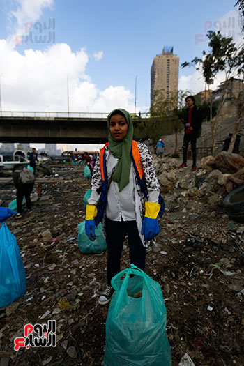 وزيرة البيئة تطلق حملة لتنظيف نهر النيل من المخلفات خاصة البلاستيكية (63)