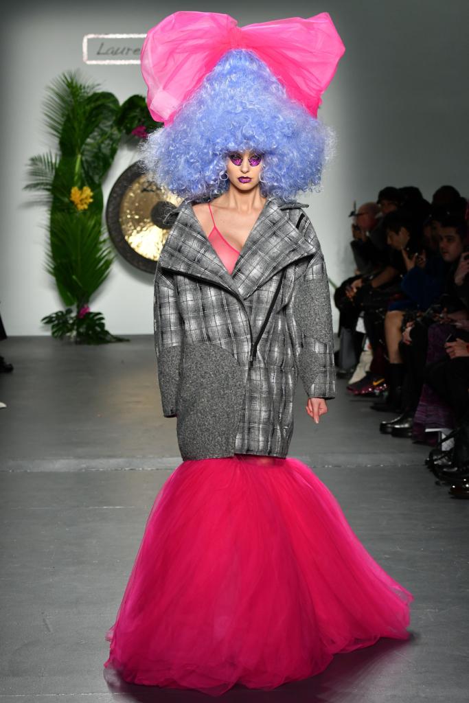عرض أزياء لورانس لي وتشيكو وانغ