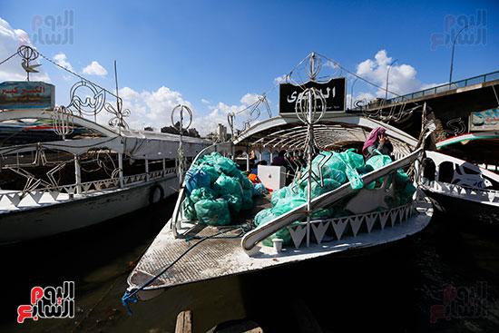 وزيرة البيئة تطلق حملة لتنظيف نهر النيل من المخلفات خاصة البلاستيكية (93)