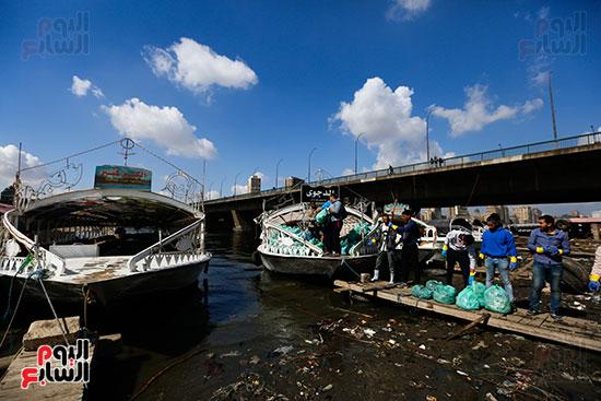 وزيرة البيئة تطلق حملة لتنظيف نهر النيل من المخلفات خاصة البلاستيكية (91)