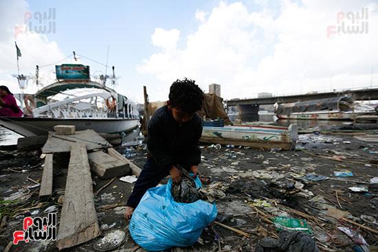 وزيرة البيئة تطلق حملة لتنظيف نهر النيل من المخلفات خاصة البلاستيكية (87)