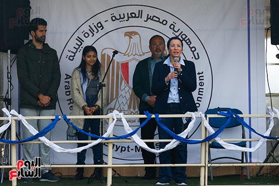وزيرة البيئة تطلق حملة لتنظيف نهر النيل من المخلفات خاصة البلاستيكية (112)