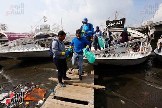 وزيرة البيئة تطلق حملة لتنظيف نهر النيل من المخلفات خاصة البلاستيكية (26)