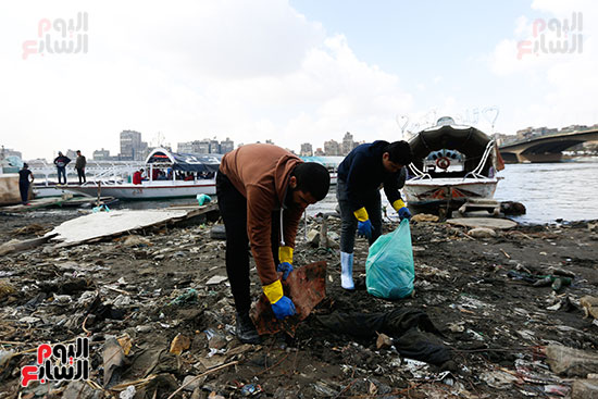 وزيرة البيئة تطلق حملة لتنظيف نهر النيل من المخلفات خاصة البلاستيكية (82)