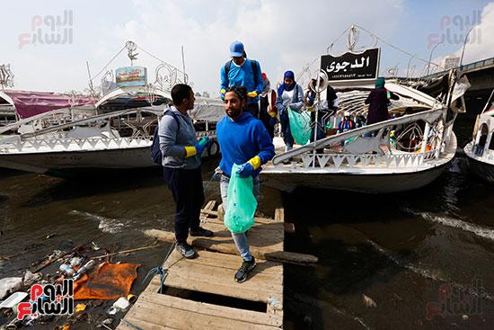 وزيرة البيئة تطلق حملة لتنظيف نهر النيل من المخلفات خاصة البلاستيكية (27)