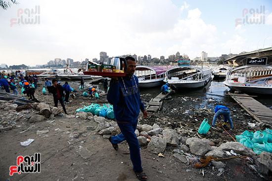 وزيرة البيئة تطلق حملة لتنظيف نهر النيل من المخلفات خاصة البلاستيكية (81)