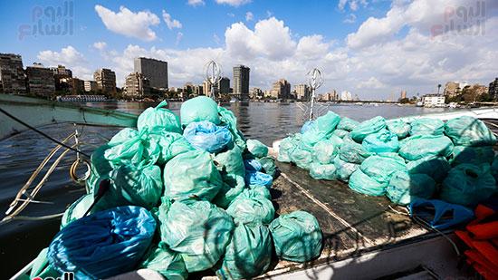 وزيرة البيئة تطلق حملة لتنظيف نهر النيل من المخلفات خاصة البلاستيكية (95)