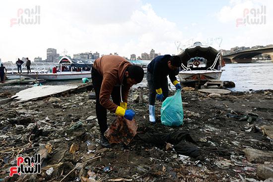 وزيرة البيئة تطلق حملة لتنظيف نهر النيل من المخلفات خاصة البلاستيكية (83)