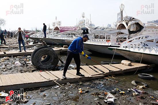 وزيرة البيئة تطلق حملة لتنظيف نهر النيل من المخلفات خاصة البلاستيكية (36)