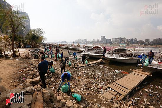 وزيرة البيئة تطلق حملة لتنظيف نهر النيل من المخلفات خاصة البلاستيكية (46)