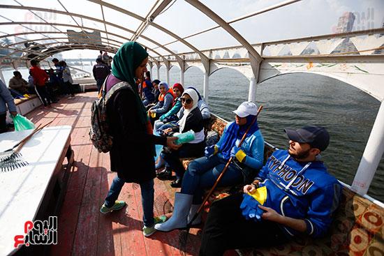 وزيرة البيئة تطلق حملة لتنظيف نهر النيل من المخلفات خاصة البلاستيكية (19)