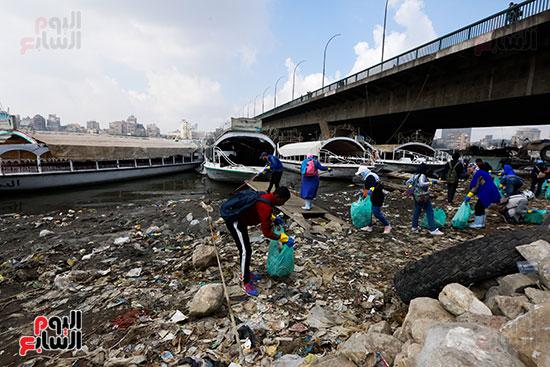 وزيرة البيئة تطلق حملة لتنظيف نهر النيل من المخلفات خاصة البلاستيكية (43)