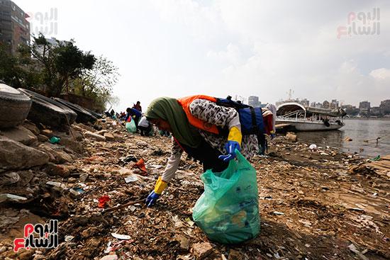 وزيرة البيئة تطلق حملة لتنظيف نهر النيل من المخلفات خاصة البلاستيكية (49)