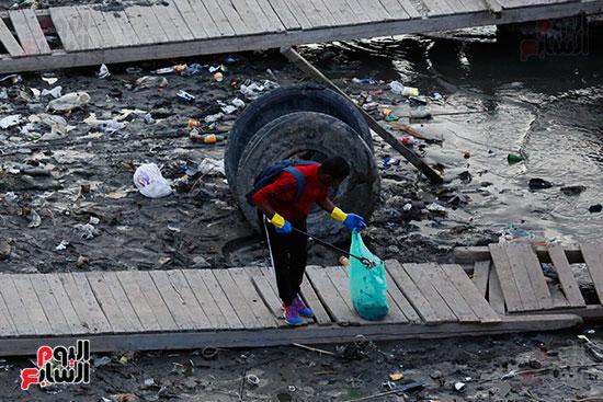 وزيرة البيئة تطلق حملة لتنظيف نهر النيل من المخلفات خاصة البلاستيكية (79)