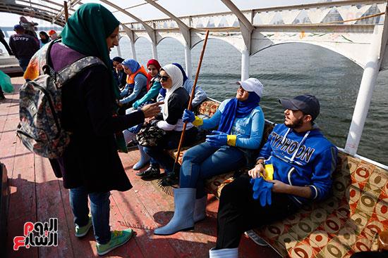 وزيرة البيئة تطلق حملة لتنظيف نهر النيل من المخلفات خاصة البلاستيكية (18)