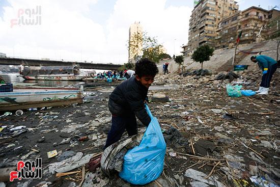 وزيرة البيئة تطلق حملة لتنظيف نهر النيل من المخلفات خاصة البلاستيكية (86)