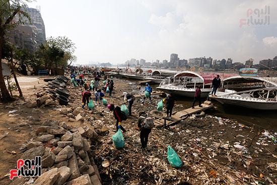 وزيرة البيئة تطلق حملة لتنظيف نهر النيل من المخلفات خاصة البلاستيكية (47)