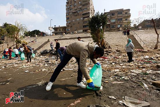وزيرة البيئة تطلق حملة لتنظيف نهر النيل من المخلفات خاصة البلاستيكية (34)